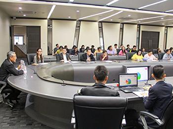 ผู้อำนวยการสำนักวิทยบริการ ประชุมการจัดทำฐานข้อมูลกลาง
